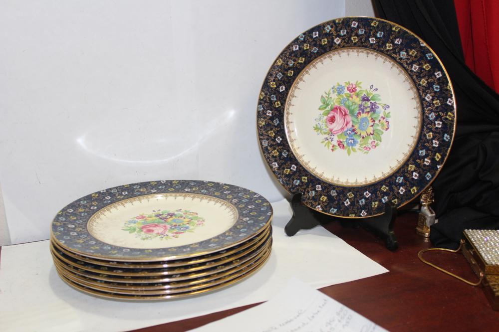 Set of 8 Dinner Plates