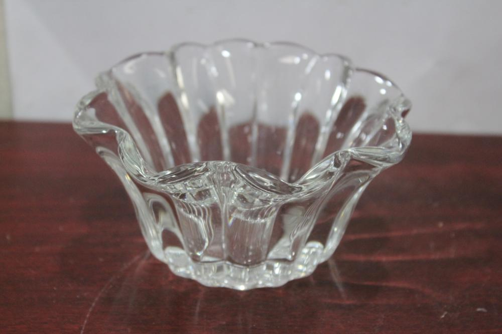A Heisey Crystolite Bowl