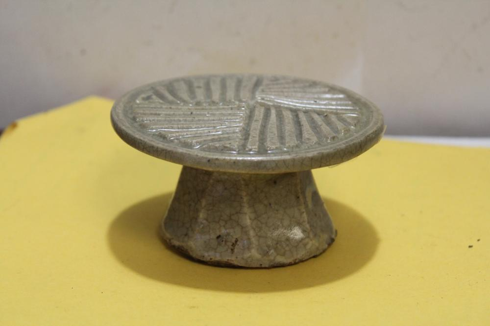 An Antique Korean Altar Pottery Article