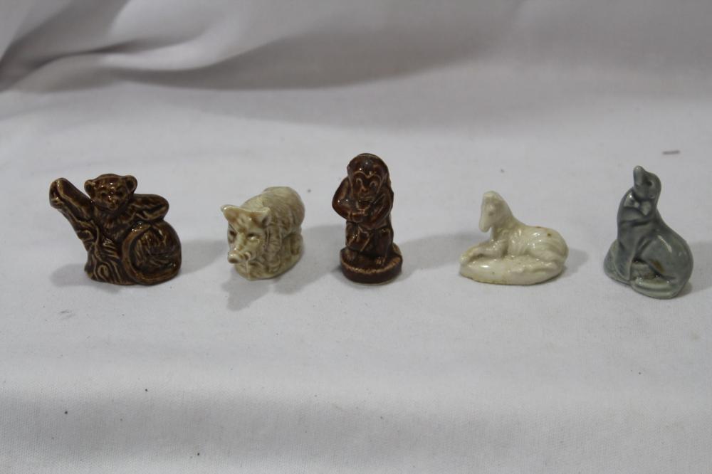 Lot of 5 Wade Figurines