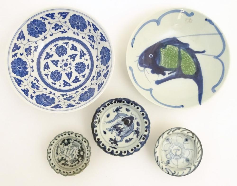 A quantity of Chinese items to include a bowl with a hand painted fish design, approx. 9'' diameter;