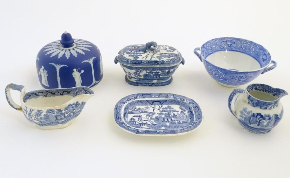 A quantity of blue and white items, to include a twin handled bowl decorated with Classical urns and