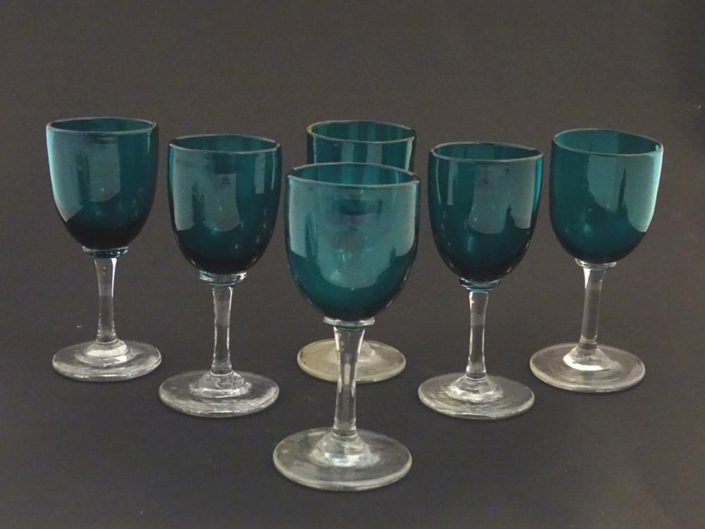 Glass : a set of 6 green / Turquoise pedestal wine glasses with clear glass stems and feet, 4 7/8''