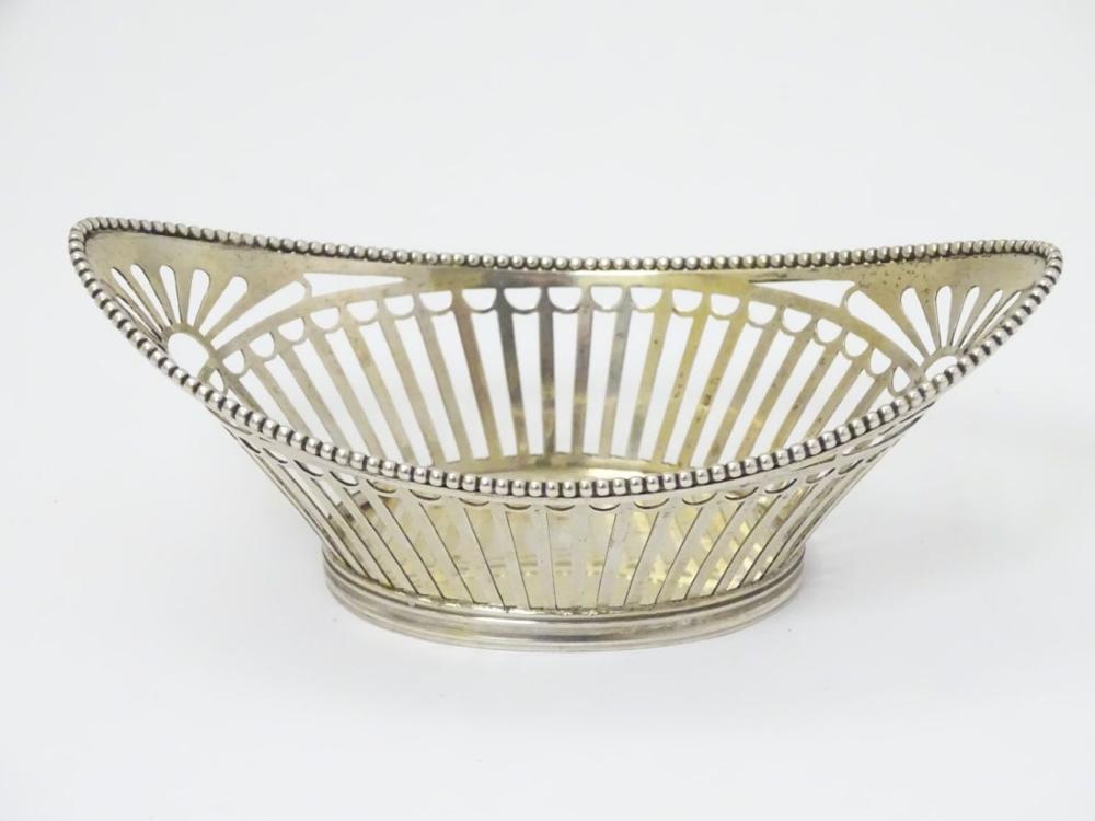 A Dutch silver bon bon dish with open work decoration 4 3/4'' wide (44g)