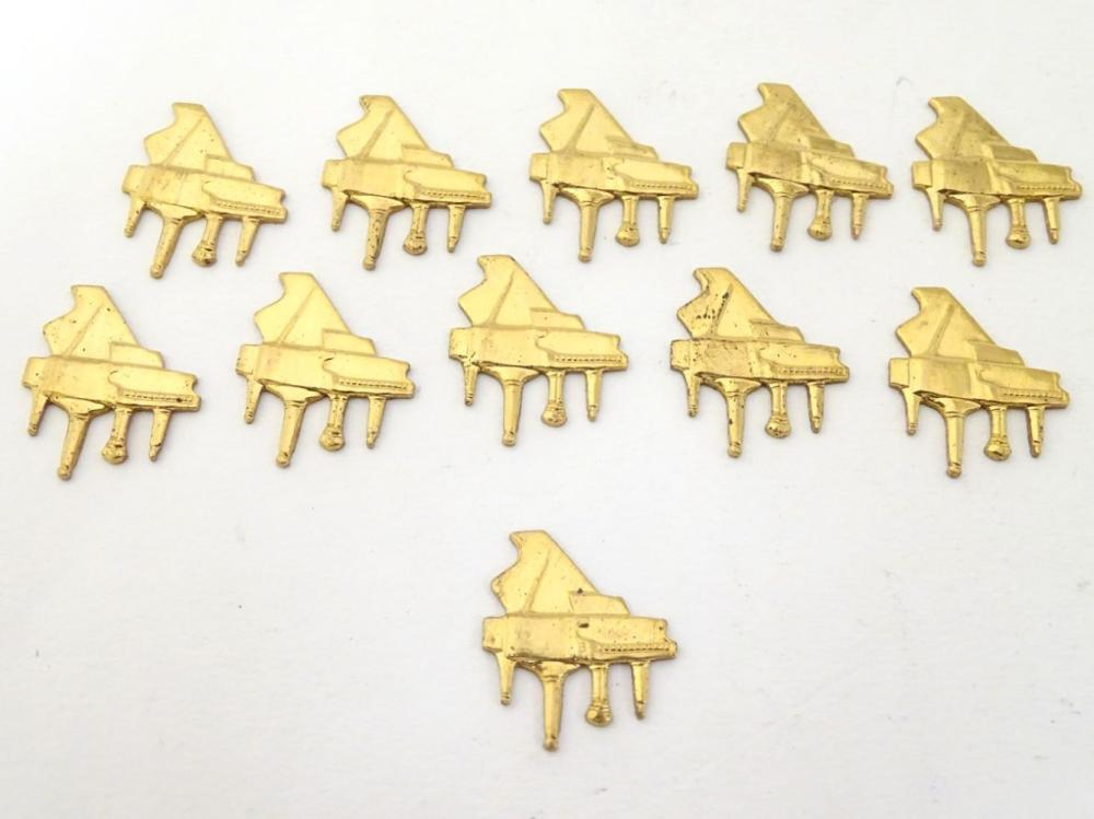 A quantity of gilt metal jewellery findings of grand piano form. Approx 3/4'' wide