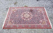 Carpets / Rugs : A large Persian style carpet with