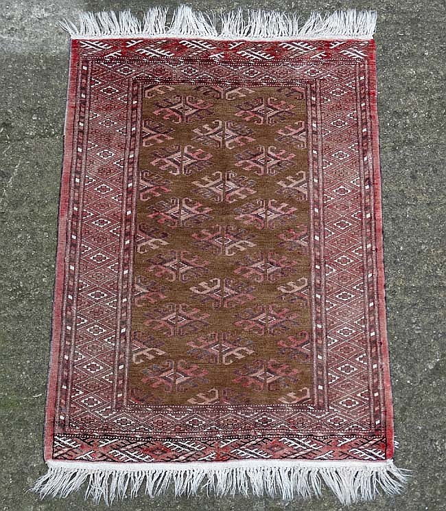Carpet / Rug : A handmade woollen prayer rug with fringe, the central brown