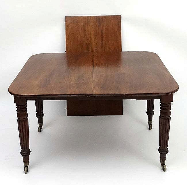 An Early 19thc Mahogany Pull Out Drawer Out Extending Dini