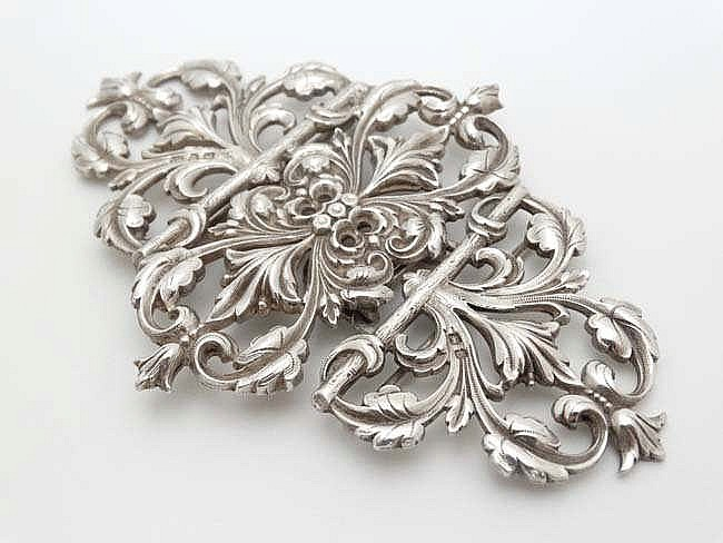 A victorian silver 2 part nurse 39 s buckle with acanthus scrol for Acanthus decoration