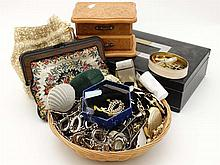 Assorted costume jewellery etc to include necklaces brooches bracelets etc
