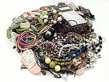 Assorted costume jewellery etc to include necklaces, brooches, bracelets et
