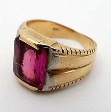 An 18ct gold ring set with ruby