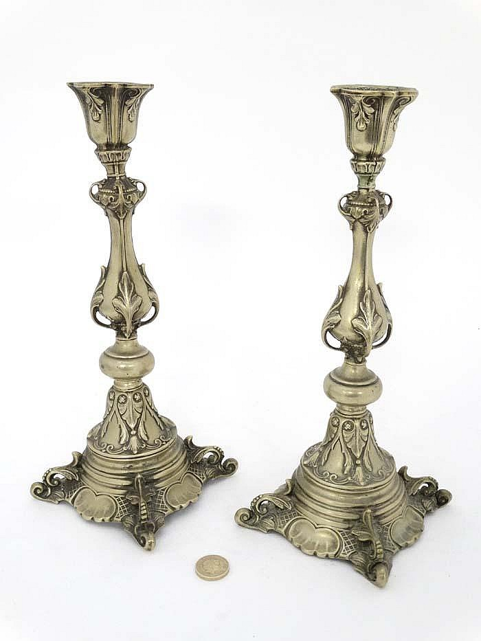 A pair of alloy candlesticks with acanthus and scroll for Acanthus decoration