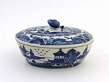 18/ 19 thC Chinese ceramic : A blue and White