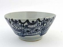 18 / 19 th C Chinese Bowl : A blue and white