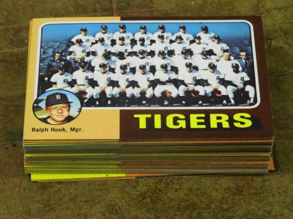 47 1975 TOPPS TEAM BASEBALL CARDS