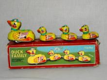 VINTAGE SCHYLLING LITHOED TIN WIND-UP DUCK FAMILY