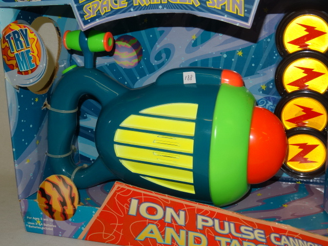 how to change batteries on buzz lightyear