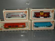 (4)BACHMANN HO TRAIN CARS