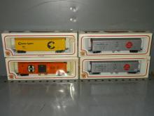 (4)BACHMANN HO REEFER & BOX CARS