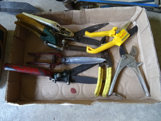 Box lot of vintage garden tools for Gardening tools list 94