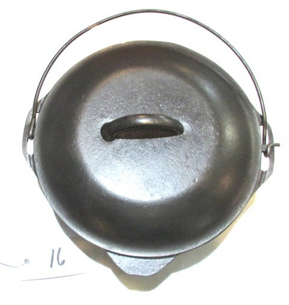 #8 Lodge Dutch Oven with Trivet