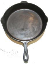 Lot 371: #12 Griswold LBL Skillet