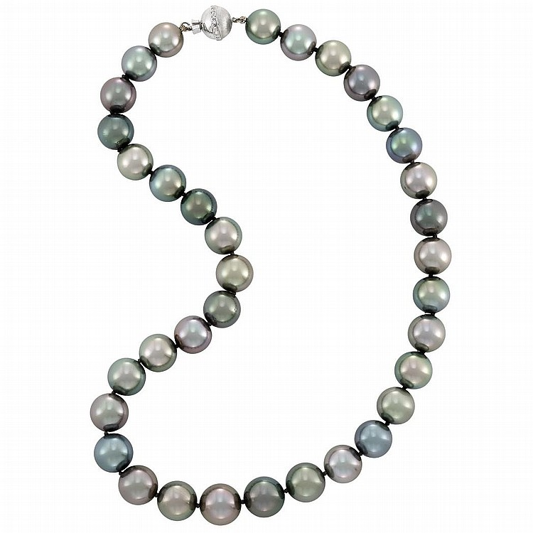 Tahitian Gray Cultured Pearl Necklace with White Gold and Diamond Clasp