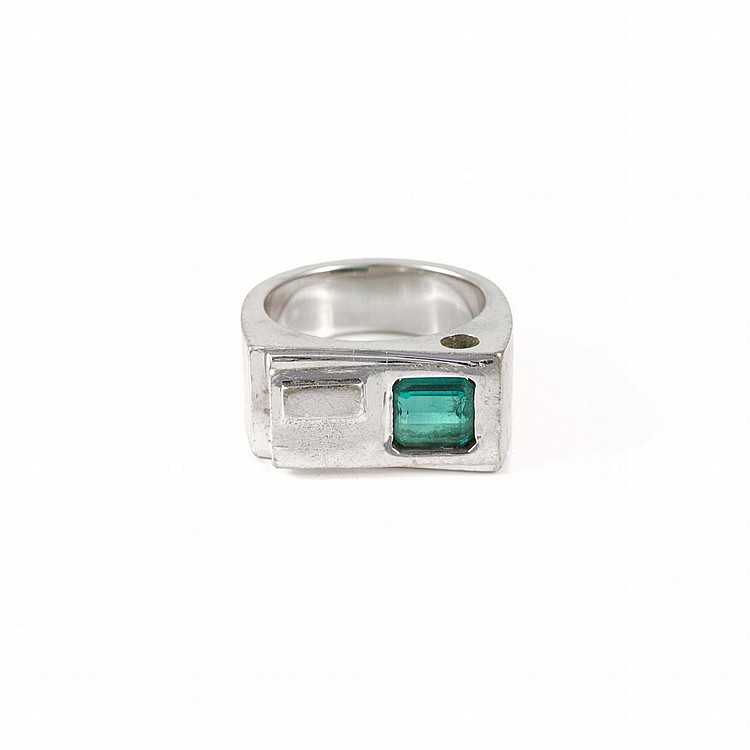 white gold and emerald ring