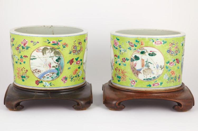 Pair of Chinese Export Porcelain Jardinieres