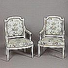 Paire de fauteuils à dossier plat en bois laqué, l'un estampillé Louis Delanois