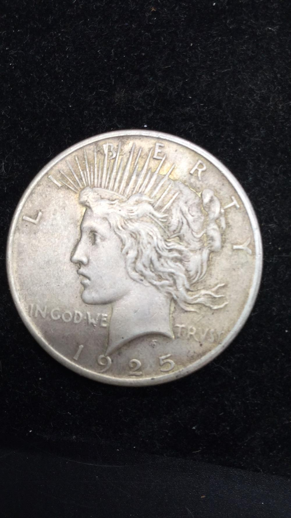 Lot 25: Peace dollar 1925