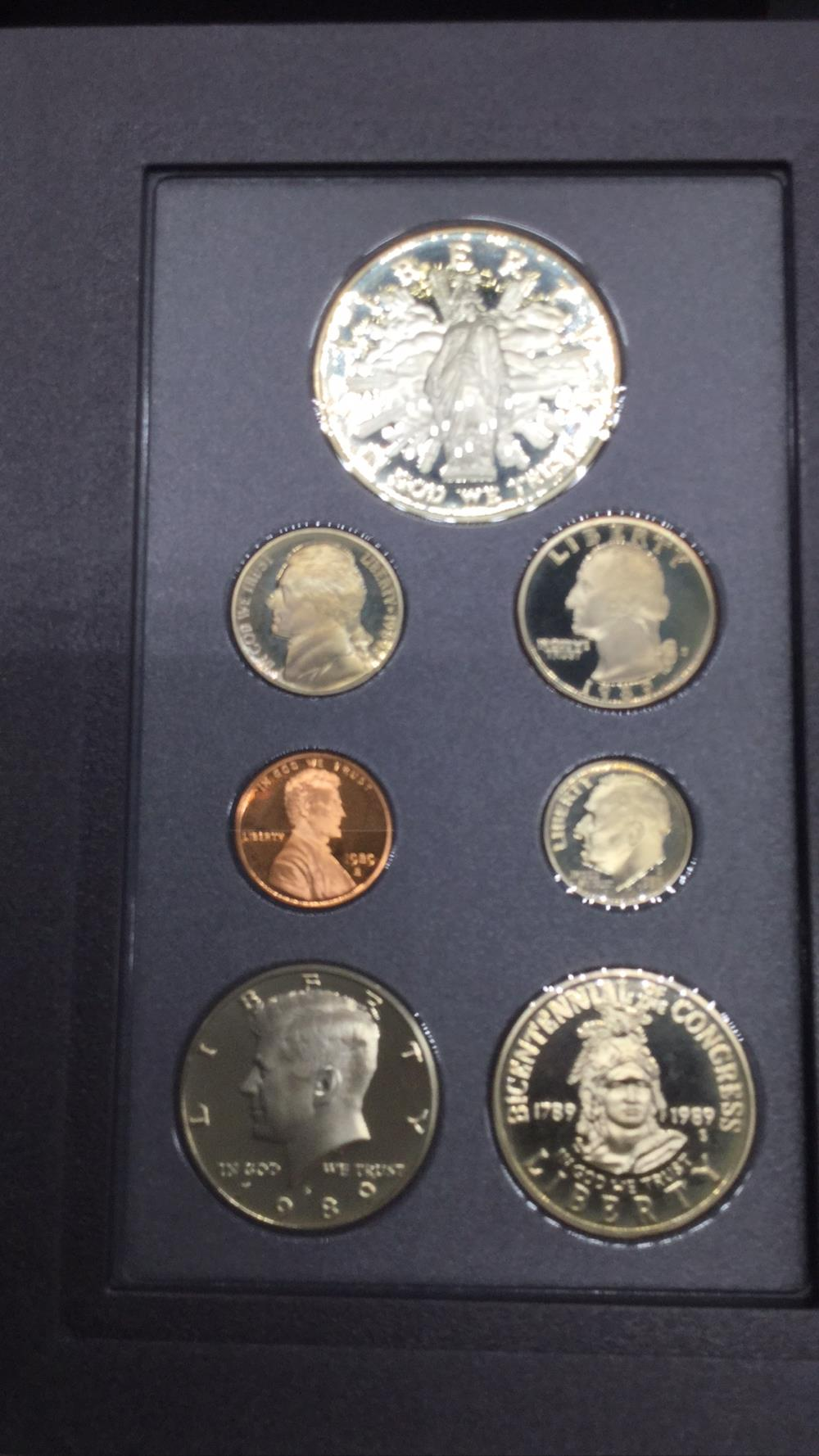 Lot 125: 1989 prestige coin set