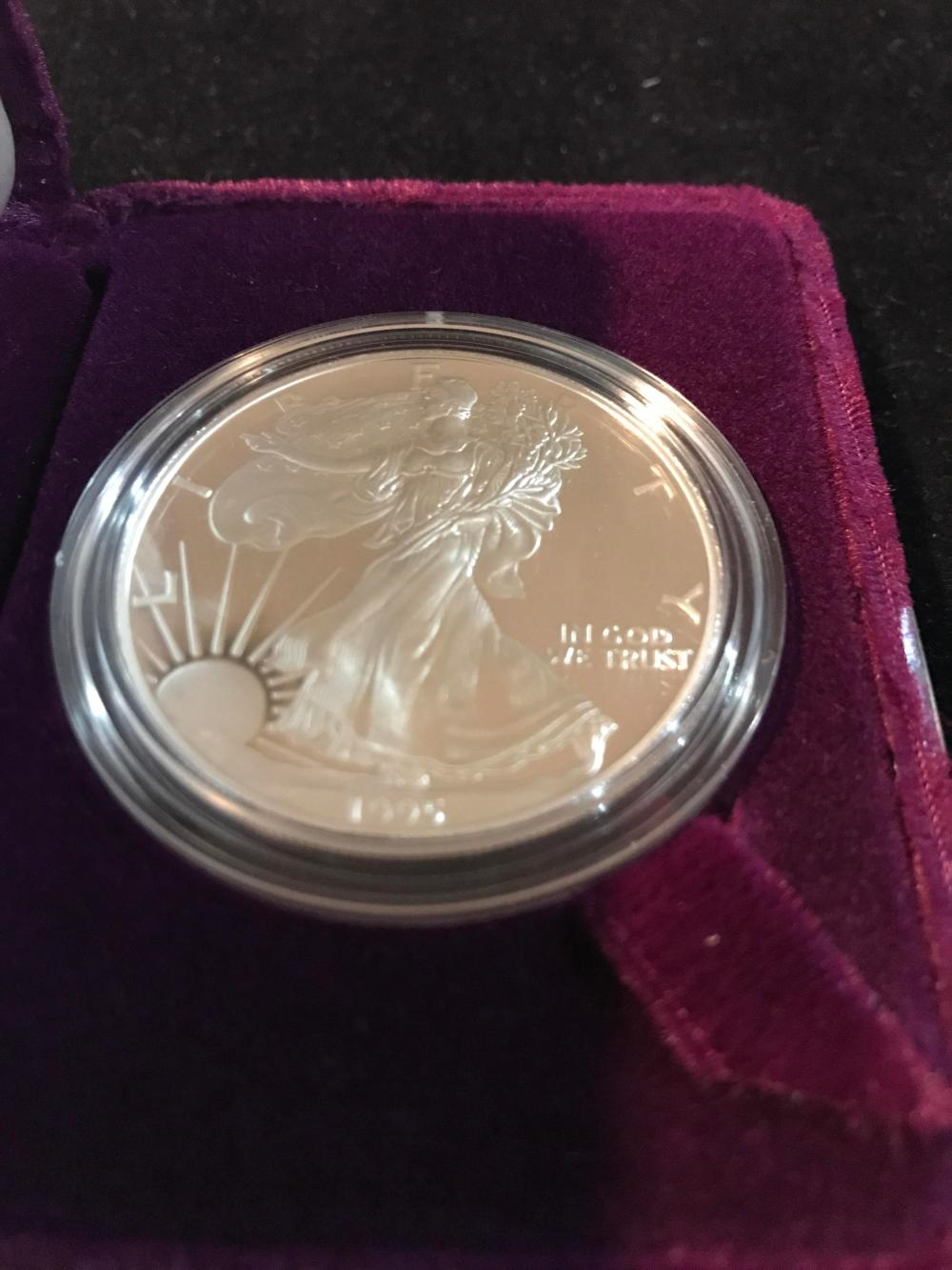 Lot 156: 1995 silver American eagle one dollar coin mint