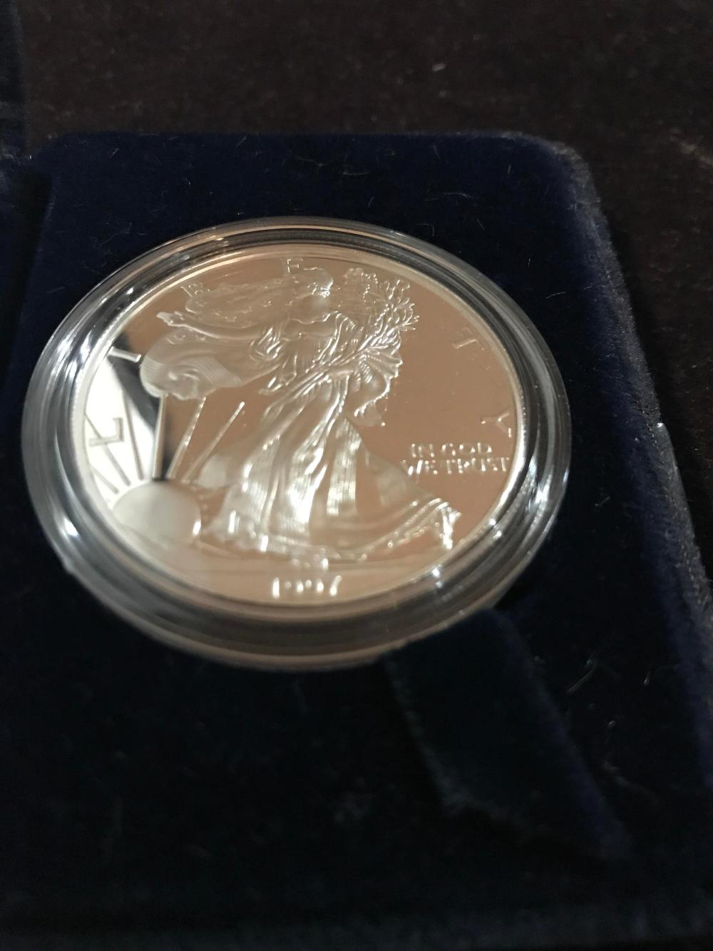 Lot 159: 1997 silver American eagle one dollar coin