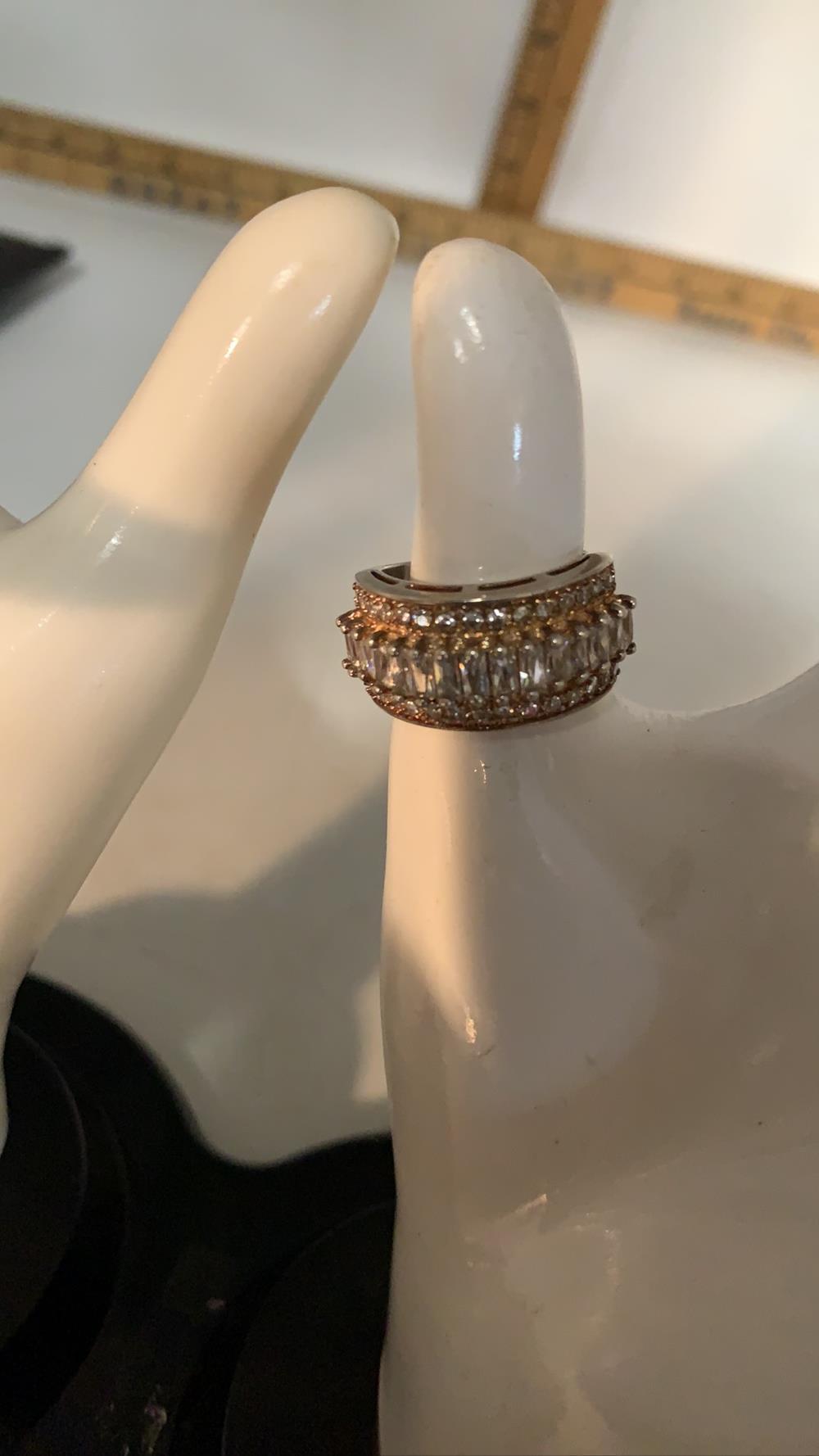 Women's cubic zirconia ring