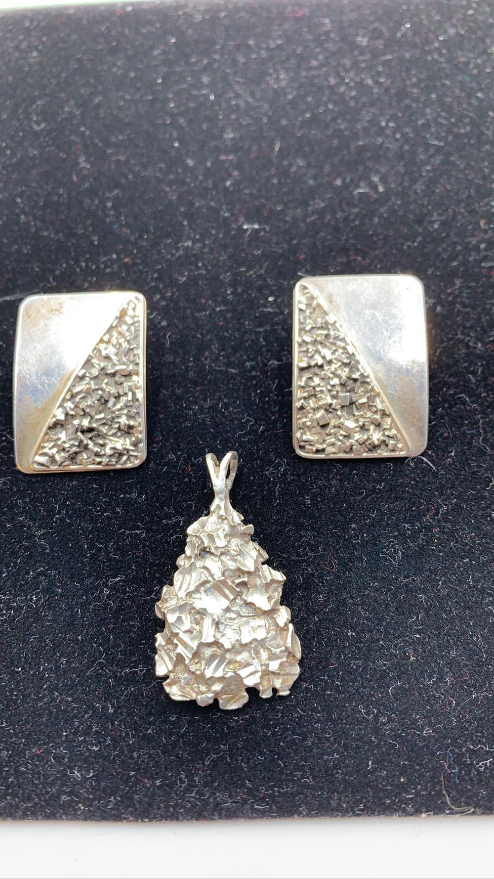 Taxco .925 Silver Set of Earrings & Pendent