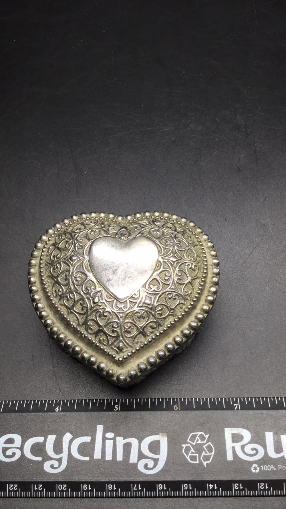 Silver heart jewelry box