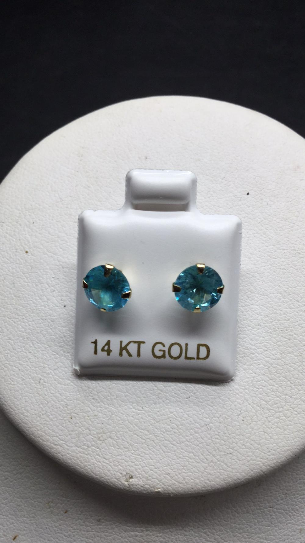 3 ct. aquamarine stud earrings