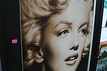 Lot 22: MARILYN MONROE PICTURE