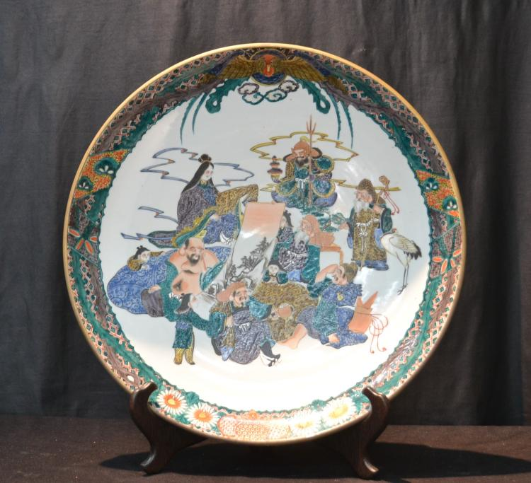 JAPANESE PORCELAIN CHARGER WITH FIGURAL GROUPING