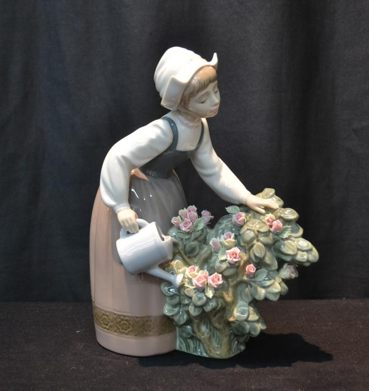 LLADRO GIRL WITH WATERING CANS - 7