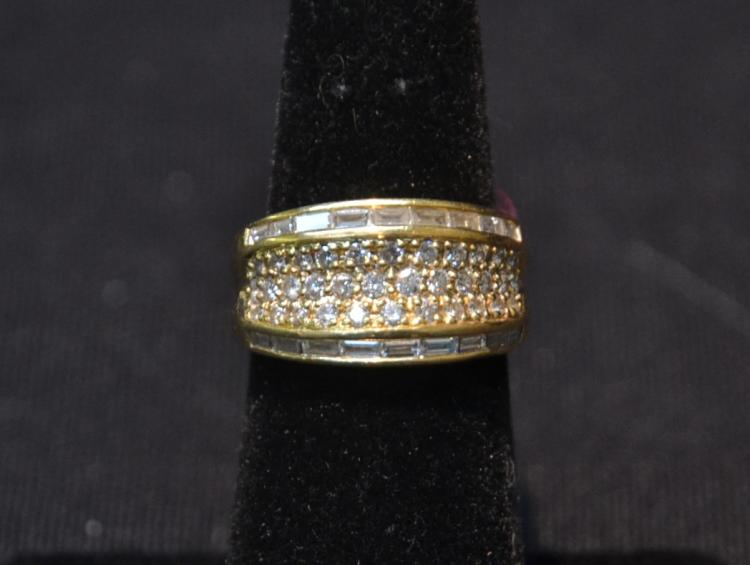 18kt GOLD RING WITH DIAMOND BAGUETTES - SIZE 6