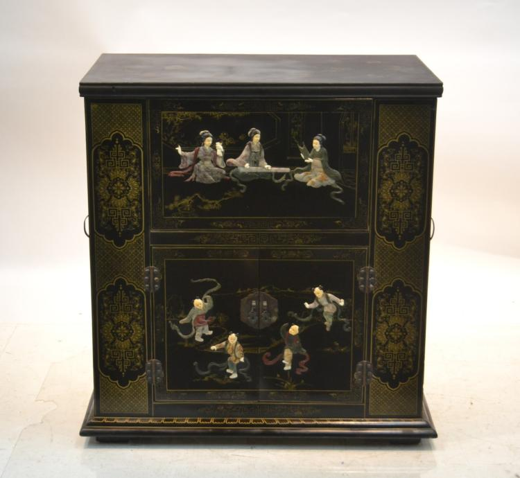 ORIENTAL BLACK LACQUERED BAR WITH RAISED