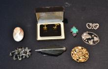 (8)pc's VINTAGE COSTUME JEWELRY INCLUDING