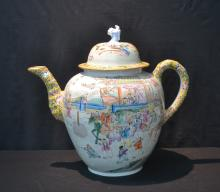 PALATIAL HAND PAINTED CHIENSE TEA POT WITH