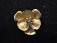 18kt GOLD & TURQUOISE FLOWER FORM PIN