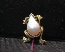 14kt GOLD FROG PIN WITH MOTHER OF PEARL BELLY &