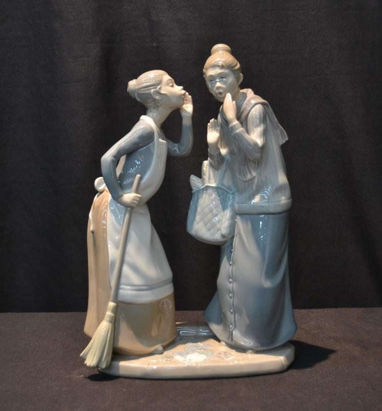 LLADRO DOUBLE FIGURE OF WOMAN WITH BROOM