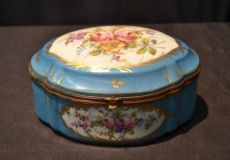 HAND PAINTED SEVRES PORCELAIN HINGED BOX